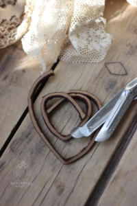 diy_heart_garland_step_glue_heart_3