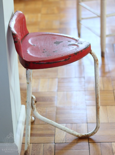 heart_shapes_red_chair