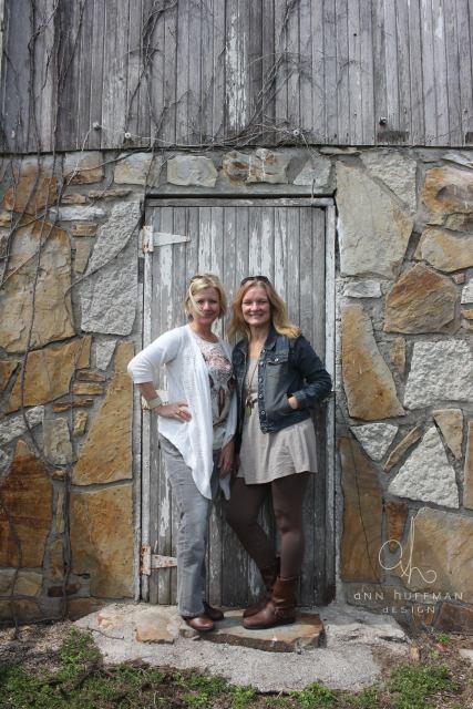 girl_trip_barn_door
